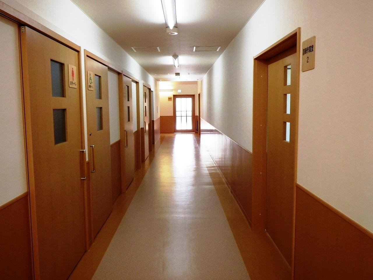 北の峯学園・廊下