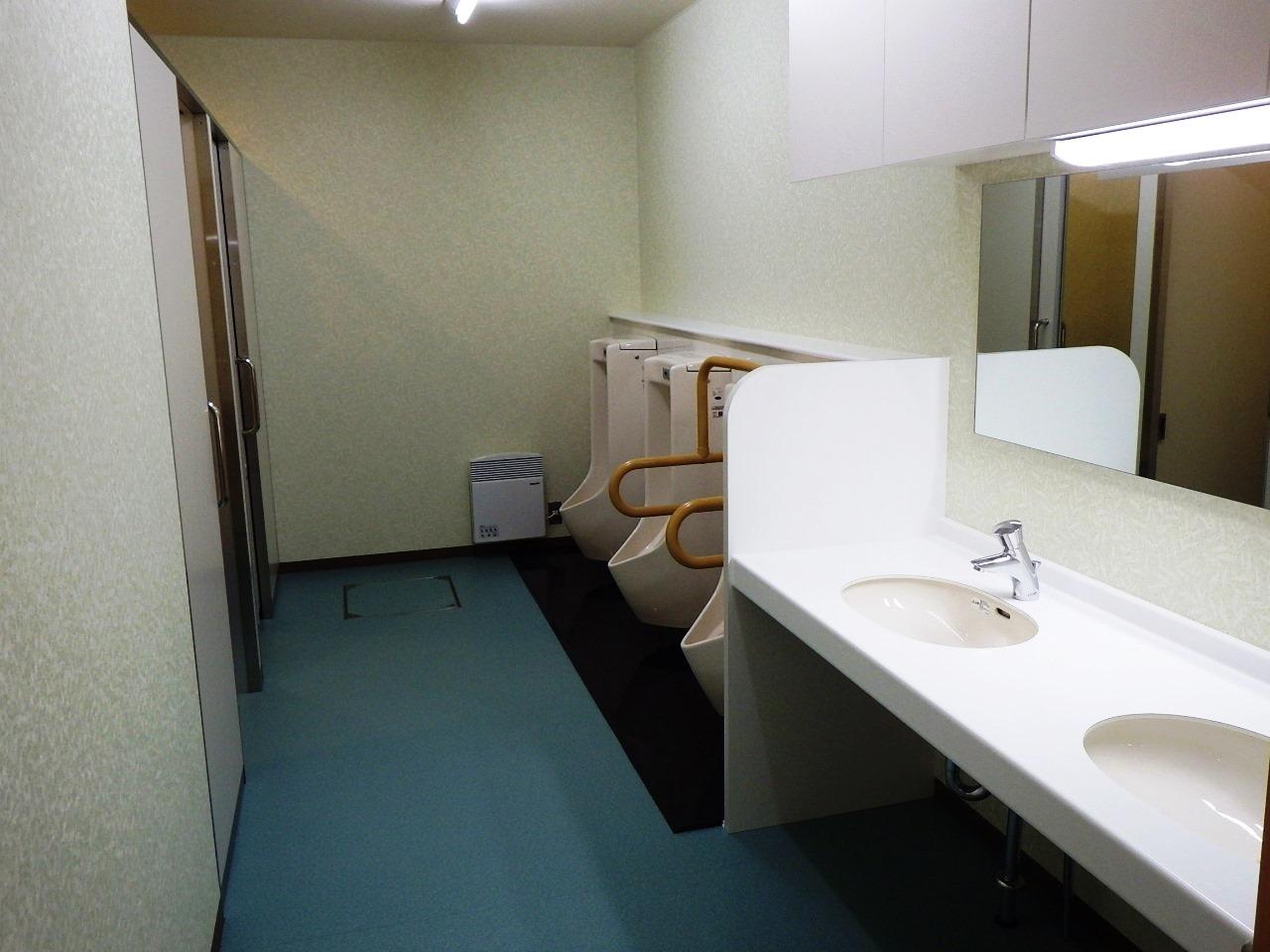 北の峯学園・男子トイレ
