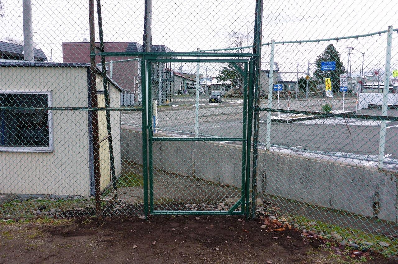 島津球場防球ネット設置工事・門扉設置